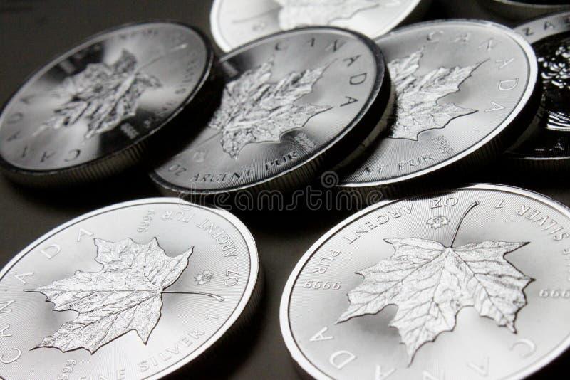 Pile canadienne de pièce en argent de feuille d'érable images stock