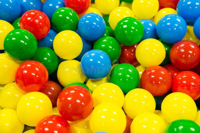 Pile colorée de boules images libres de droits