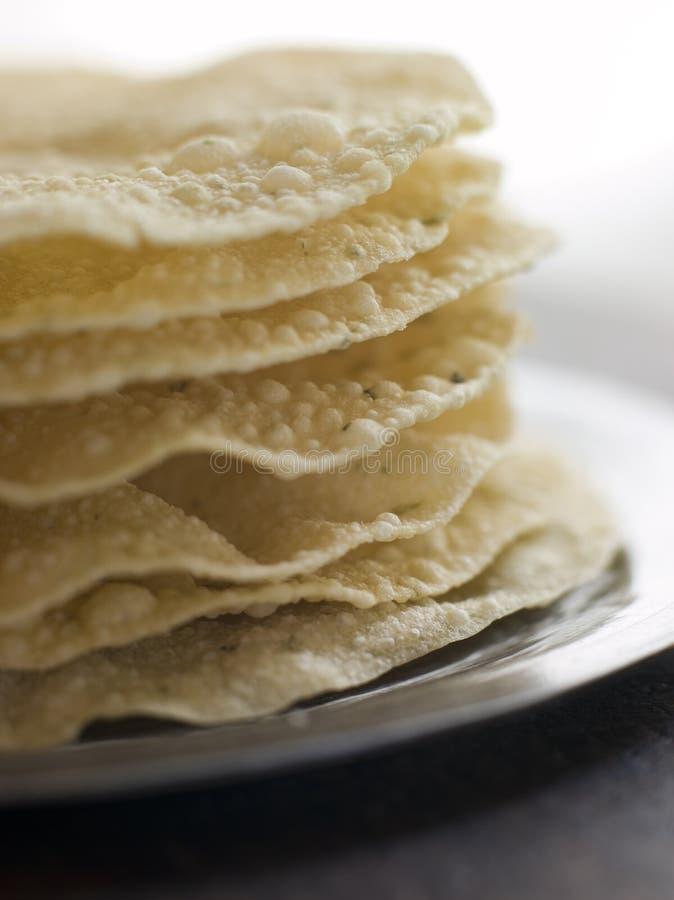 pile cuite de papadoms photos libres de droits