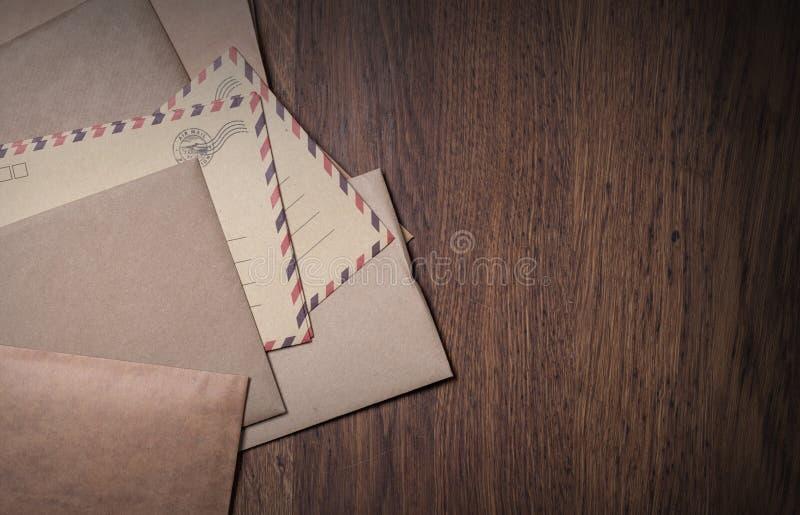 Pile d'enveloppes photographie stock libre de droits