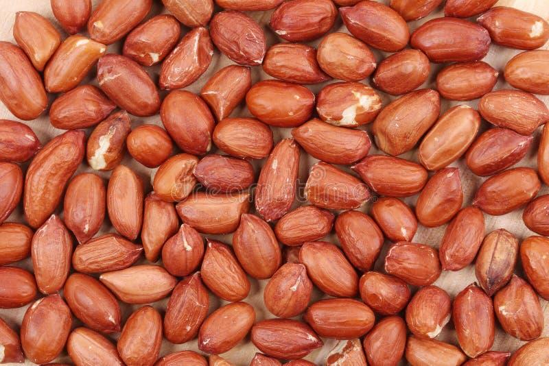 Pile d'haut étroit d'arachides. image stock