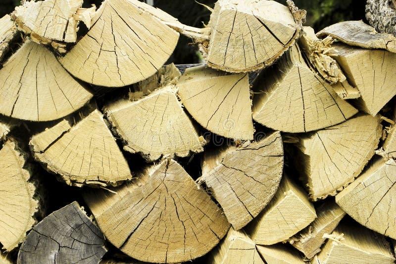 Pile de bois de chauffage chevronné images stock