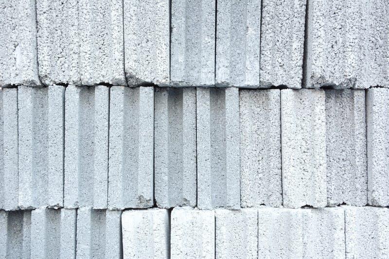 Pile de briques concrètes images libres de droits