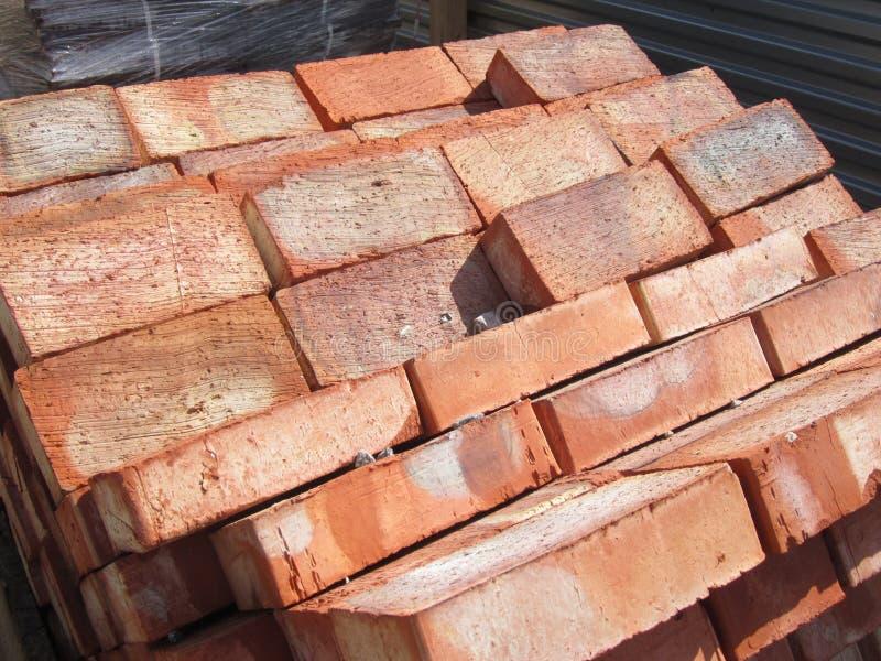 Pile de briques rouges de silicate photo libre de droits