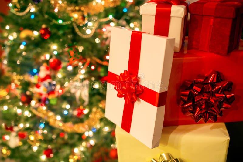 Pile de cadeaux de Noël photos libres de droits