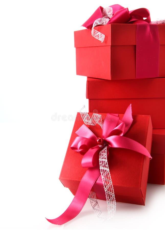Pile de cadeaux rouges colorés de Noël photos libres de droits