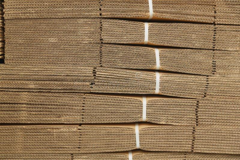 Pile de carton sur la texture de carton ondulé photos libres de droits