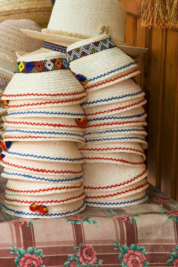 Pile de chapeaux roumains photographie stock libre de droits