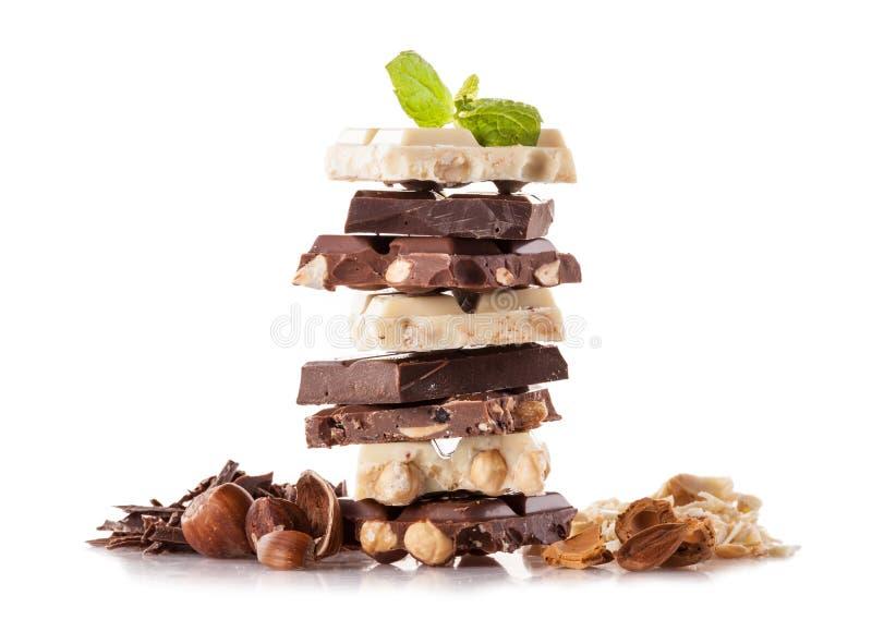 Pile de chocolat de noisette sur le fond blanc photographie stock