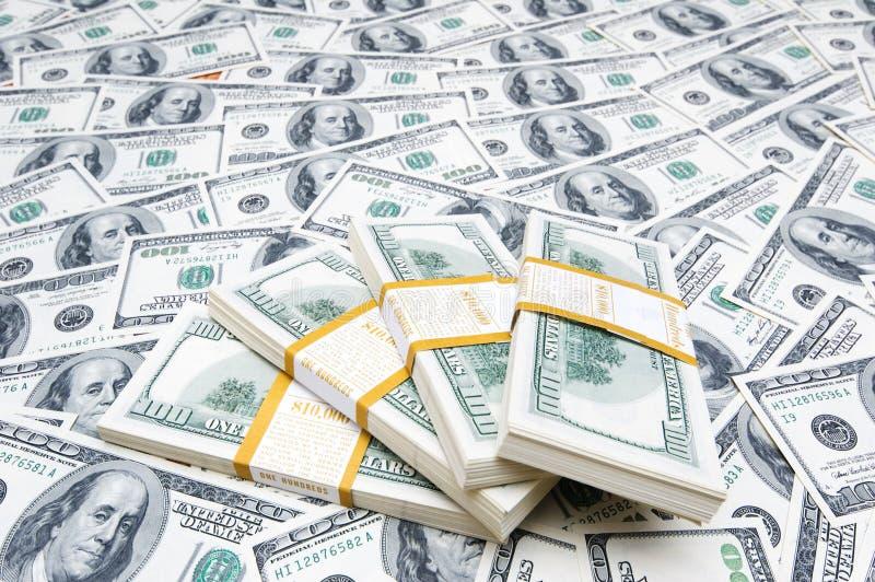 Pile de dollars sur l'argent image libre de droits