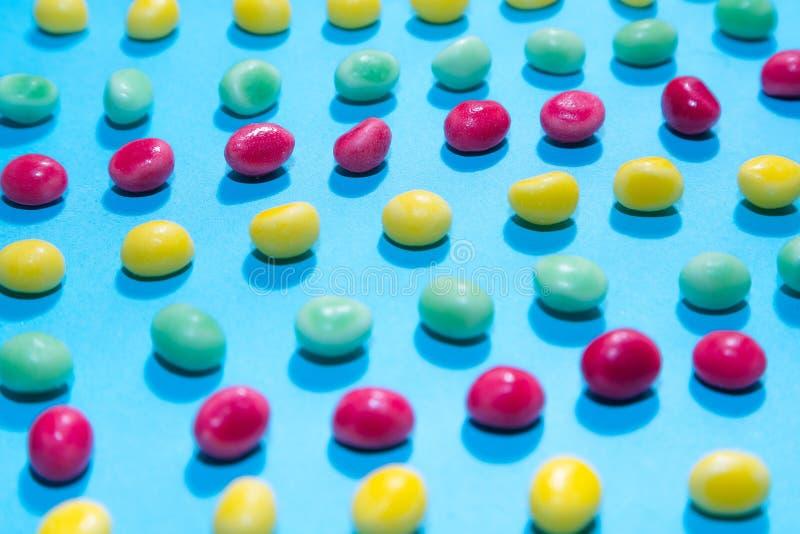Pile de fond de mastication coloré délicieux de sucreries Bonbons colorés images libres de droits