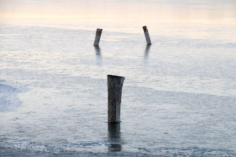 Pile de glace et de bois sur le lac Kunming, palais d'été, Beijing, Chine photos libres de droits