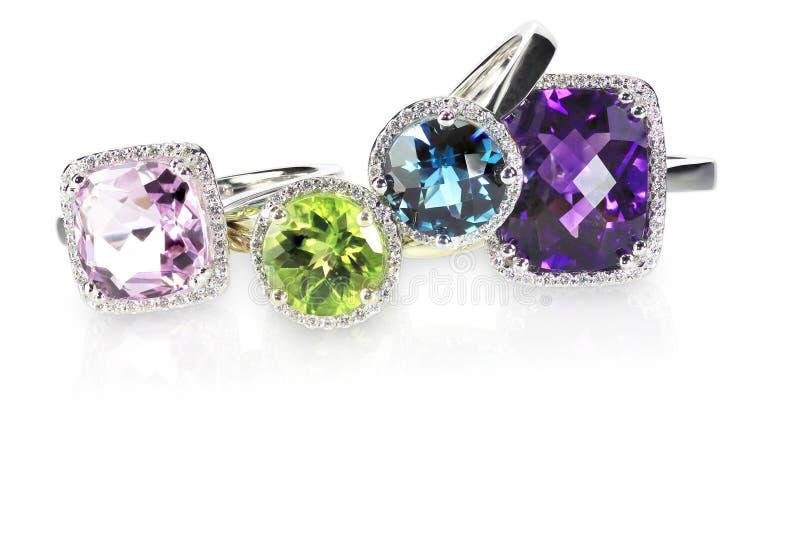 Pile de groupe d'anneaux d'engagment de noces de diamant images stock