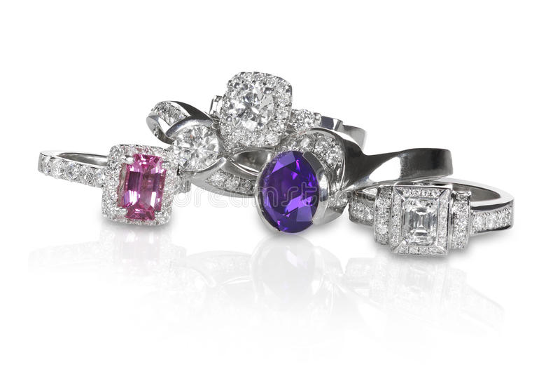 Pile de groupe d'anneaux d'engagment de noces de diamant photos stock