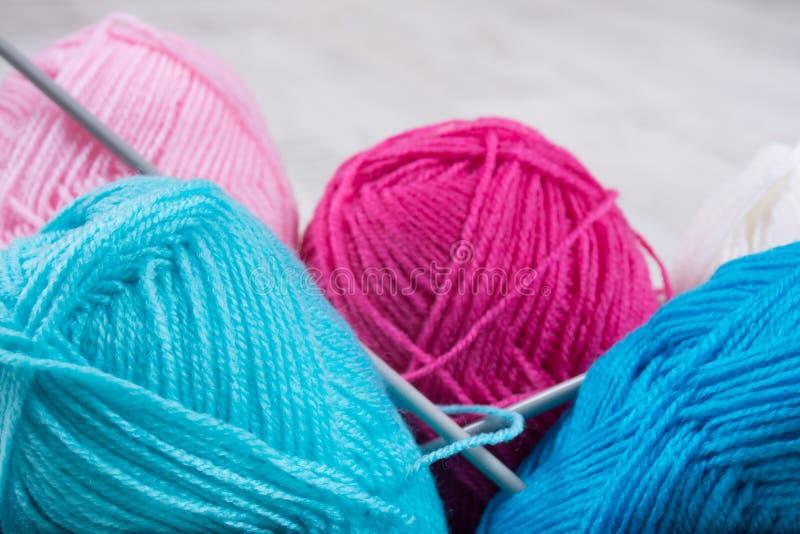 Pile de laine de tricotage photographie stock