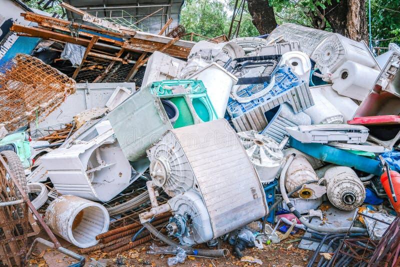 Pile de machine à laver utilisée pour la réutilisation photo stock