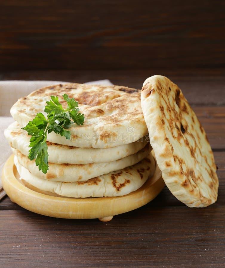 Pile de pain pita fait maison de tortillas image libre de droits
