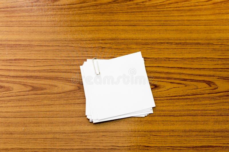 Pile de papier avec l'agrafe image libre de droits