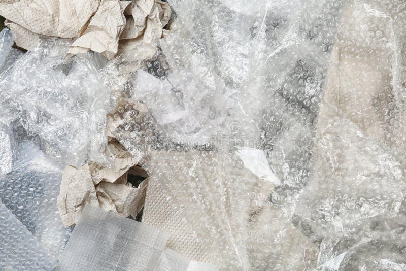 Pile de papier et de déchets en plastique comme fond image stock