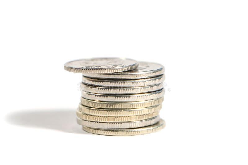 Pile de pièces en argent d'isolement sur le fond blanc image stock