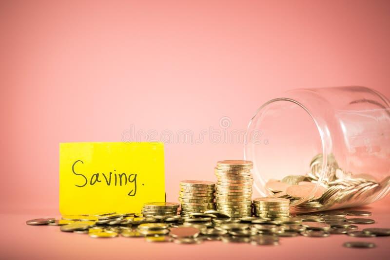 Pile de pièces de monnaie pour le concept économisant d'argent Explication de l'avenir photos stock