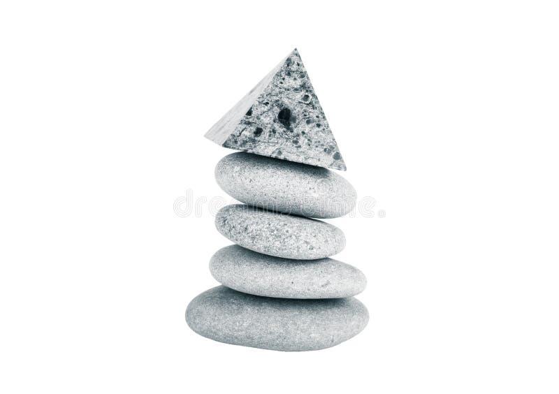 Pile de pierres grises sur un fond blanc toned image stock