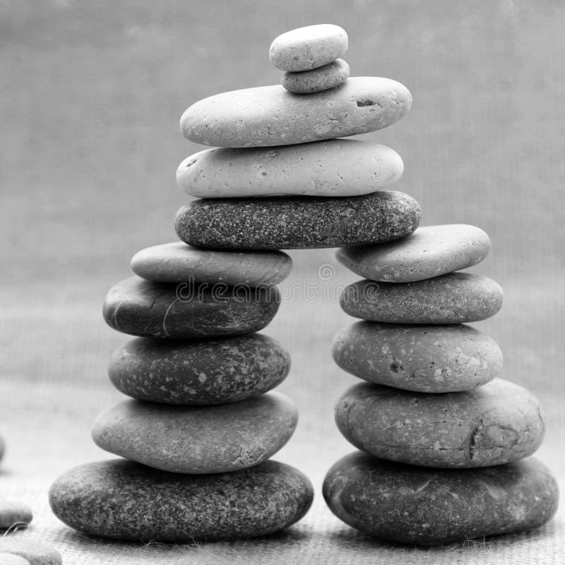 Pile de pierres, lien dans le Lien de parenté image stock
