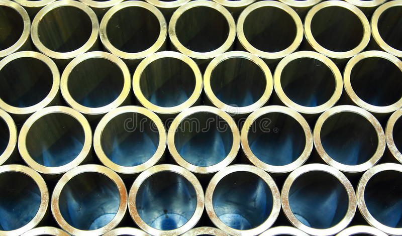 Pile de pipes en acier photographie stock libre de droits
