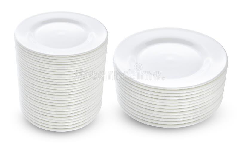 Pile de plats blancs d'isolement photo stock