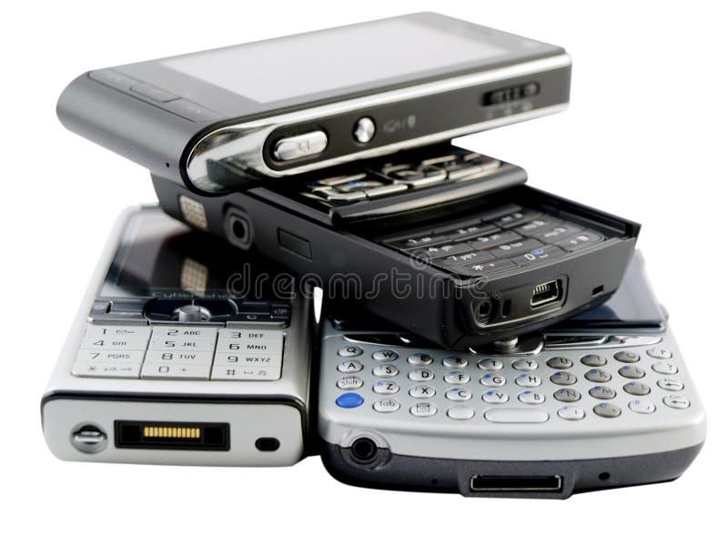 Pile de plusieurs téléphones portables modernes sur le blanc photos libres de droits