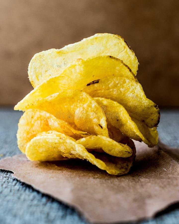 Pile de pommes chips image stock