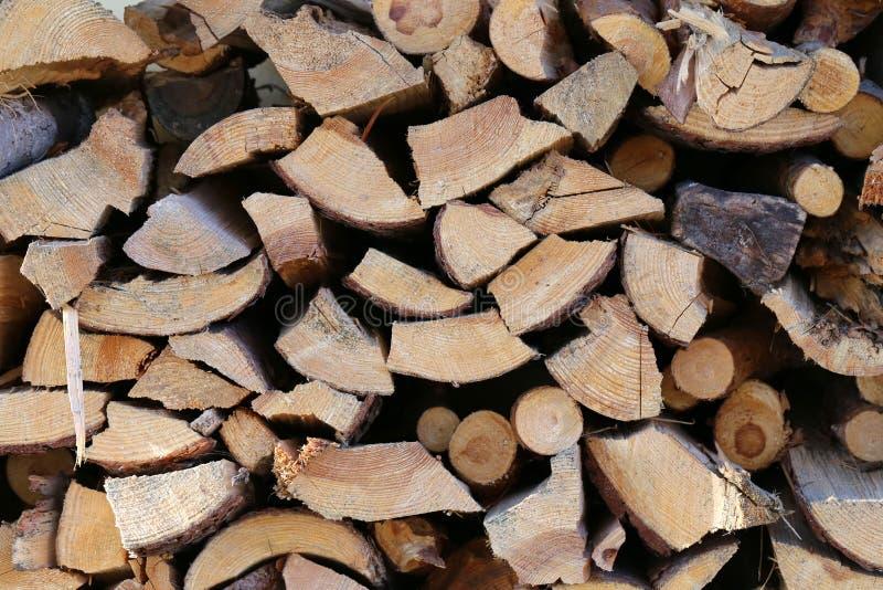Pile de rondins de bois de chauffage, plan rapproché photographie stock