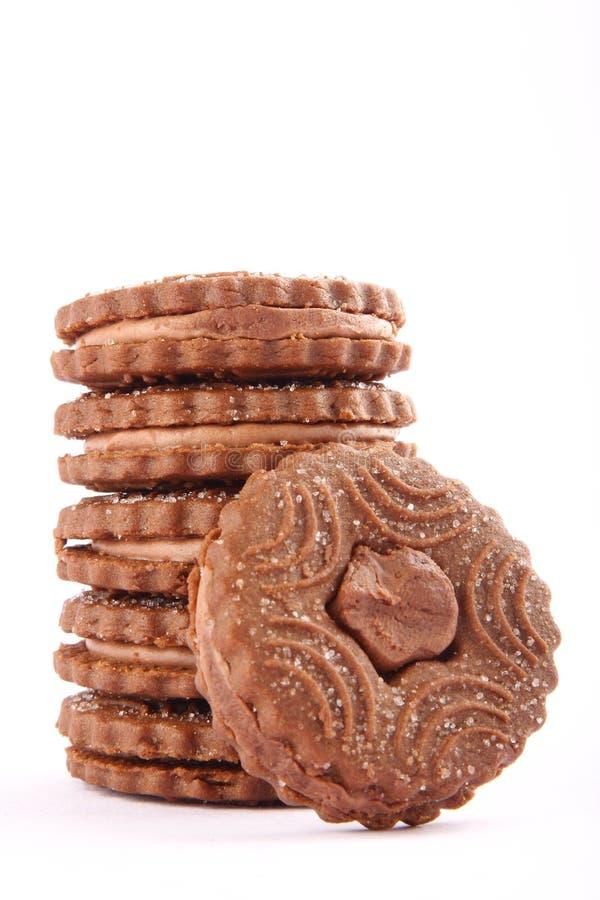 Pile de six chocolats crèmes, biscuits remplis image libre de droits