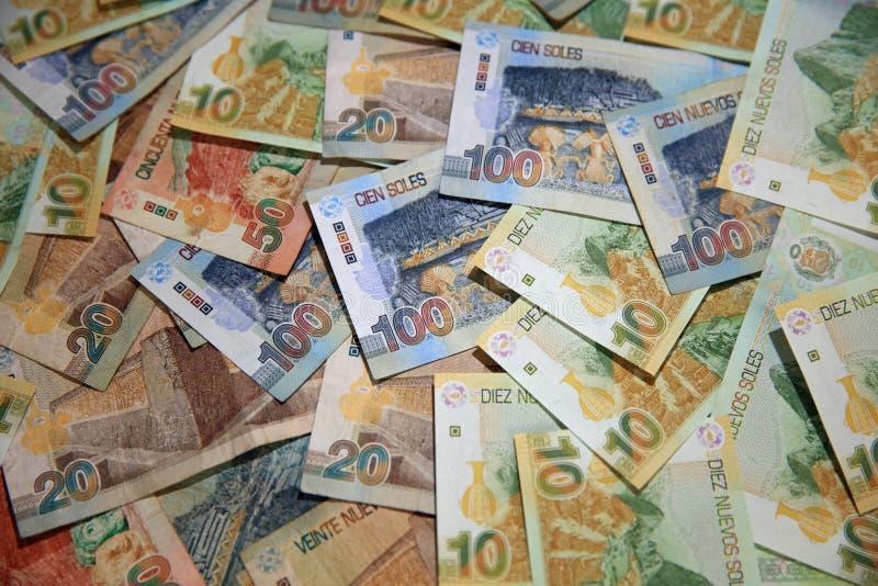 Pile de Sol Banknotes p?ruvien diff?rent images libres de droits