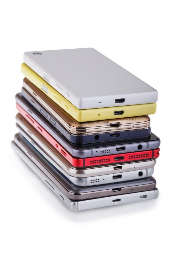 Pile de téléphone portable Tas des différents smartphones photos libres de droits