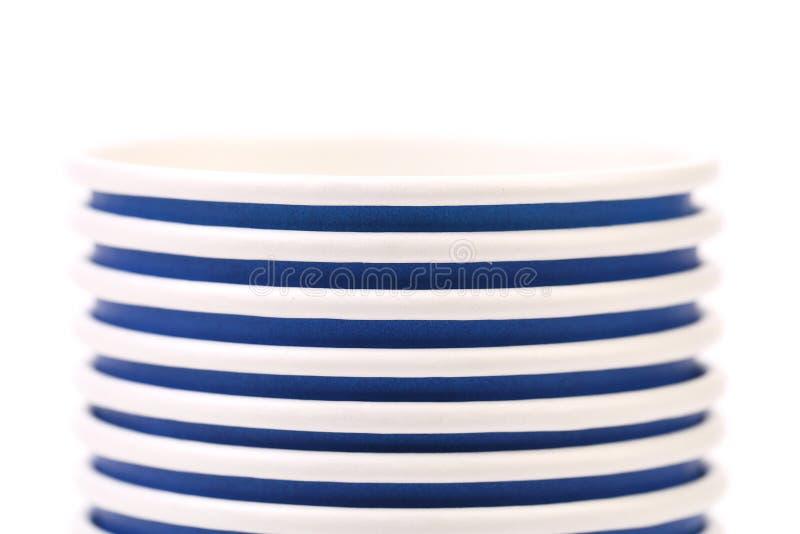 Pile de tasse de café de papier bleu. Fin. photos libres de droits