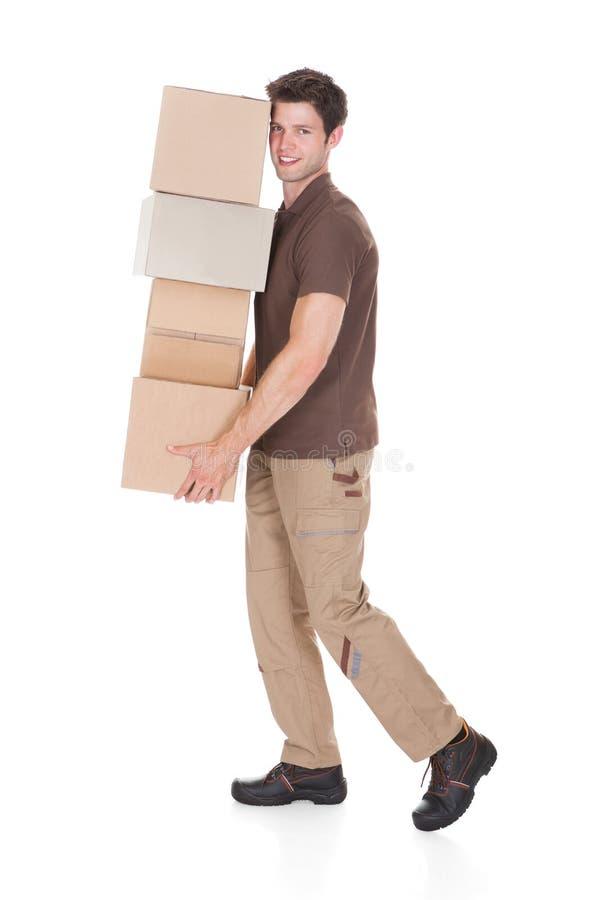 Pile de transport d'homme de boîtes photo libre de droits