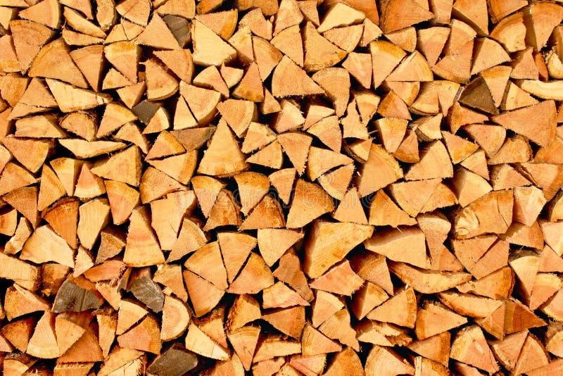 Pile de triangles de bois de chauffage images stock