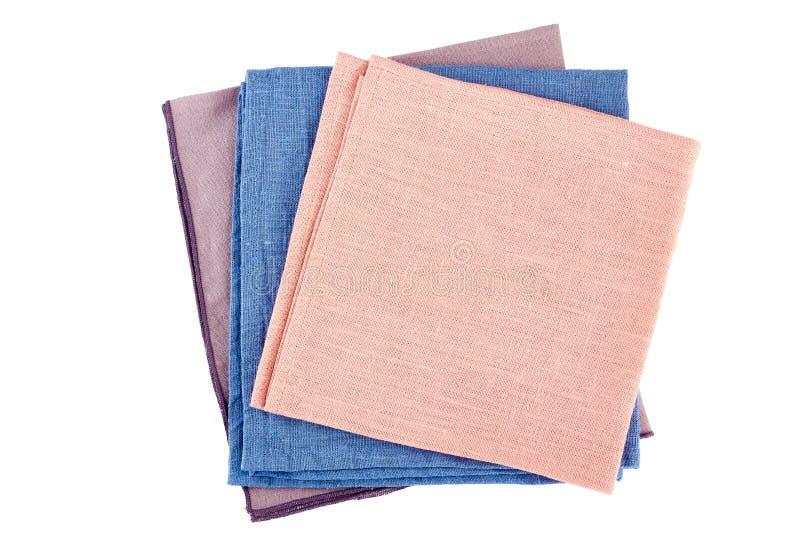 Pile de trois serviettes colorées de textile sur le blanc photo stock