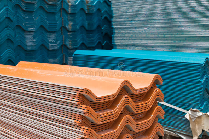 Pile de vieilles tuiles de toit photographie stock