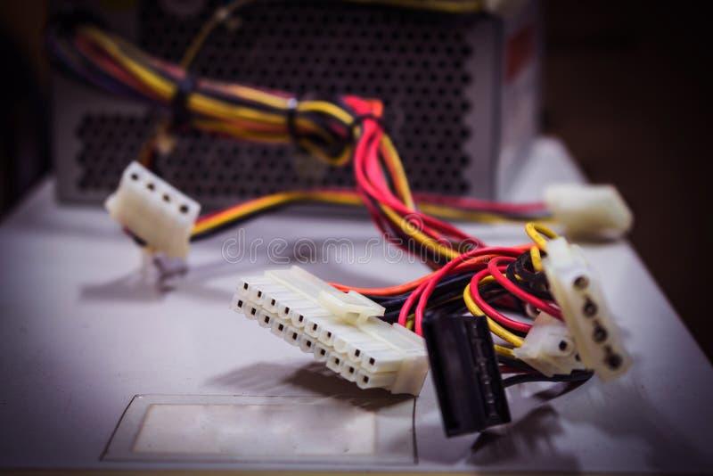 Pile de vieux câbles d'ordinateur photographie stock