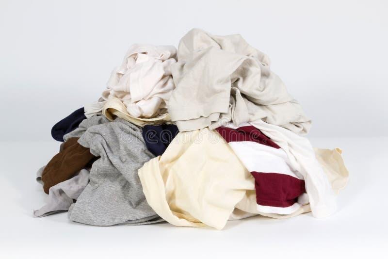 Pile de vieux vêtements image stock