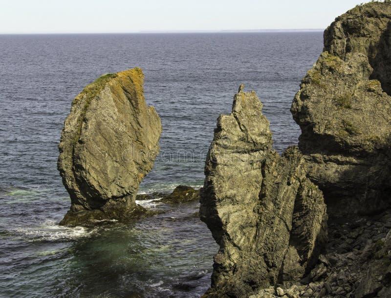 Pile del mare sulla traccia di Skerwink fotografia stock libera da diritti