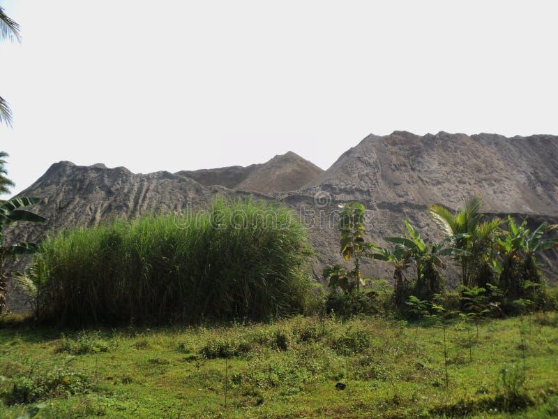 Pile della montagna della montagna-shapehigh di mucchio della sabbia del sandd della montagna fotografia stock