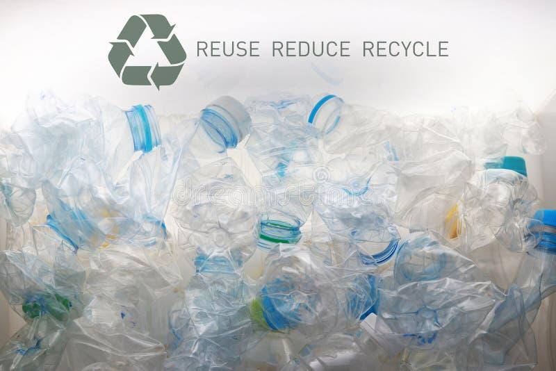 Pile der gebrauchten PET-Flaschen zum Recycling 9 stockbilder