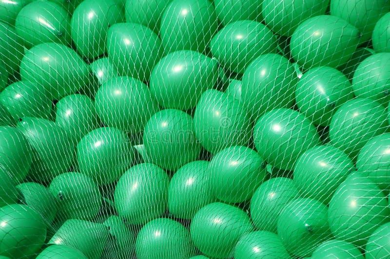 Download Pile des ballons verts photo stock. Image du enfant, multicolore - 2139758