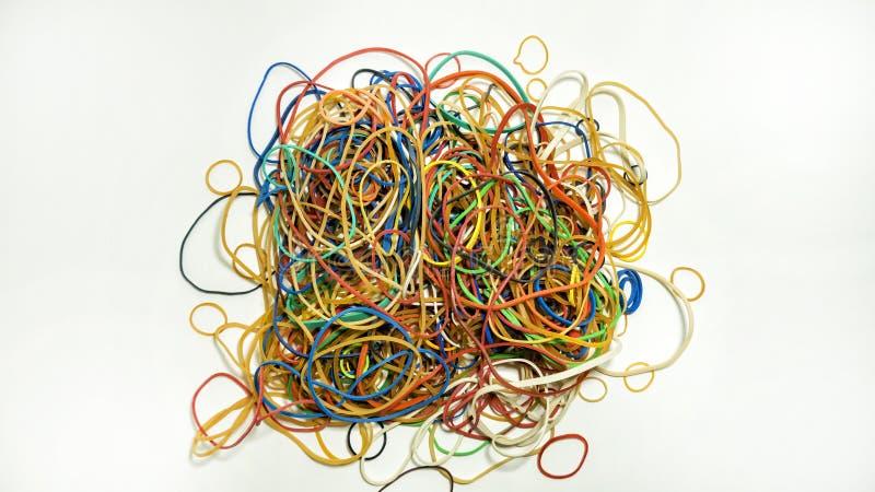Pile des bandes élastiques avec différentes tailles et formes photo libre de droits