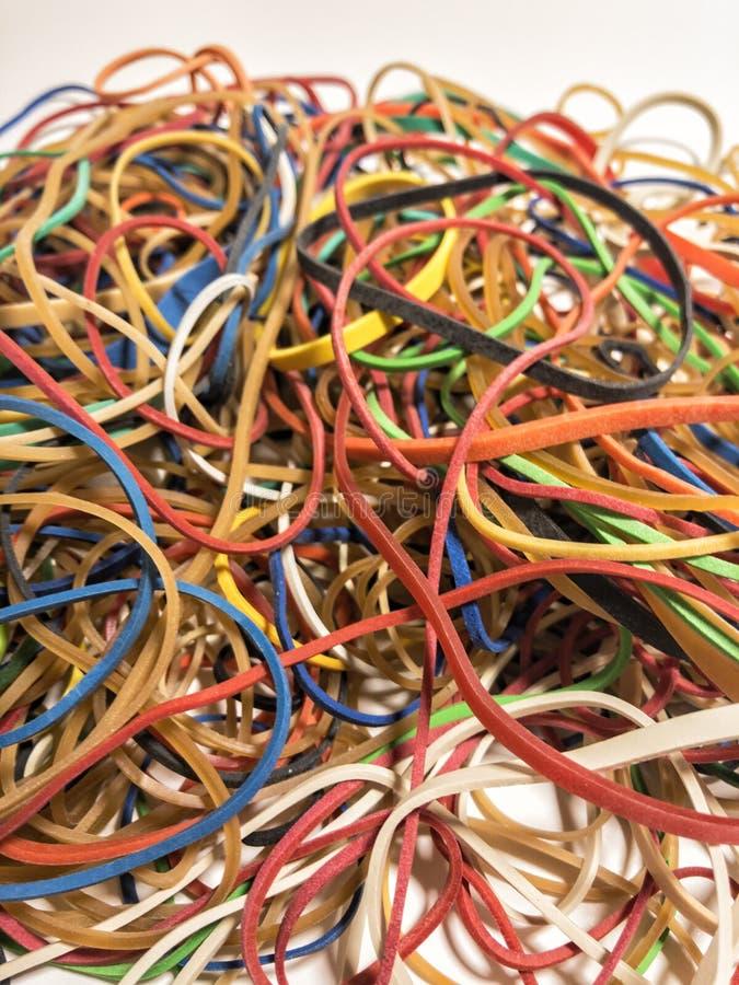 Pile des bandes élastiques avec toutes les tailles images stock