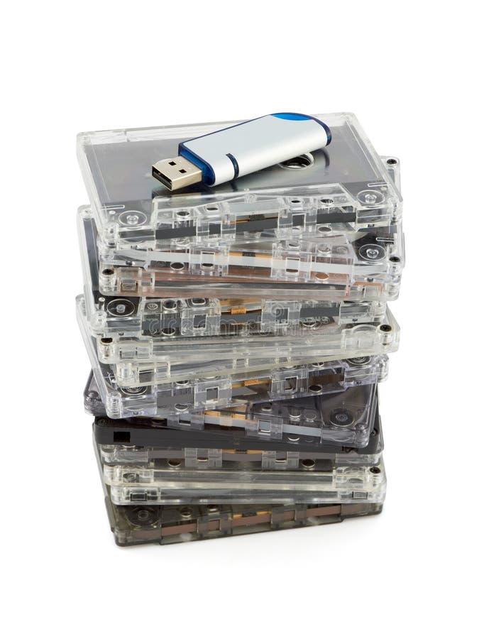 Pile des cassettes sonores et de la mémoire Flash photo stock
