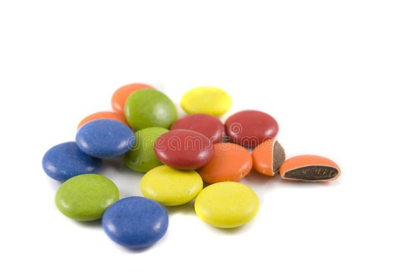 Pile des chocolats colorés image libre de droits
